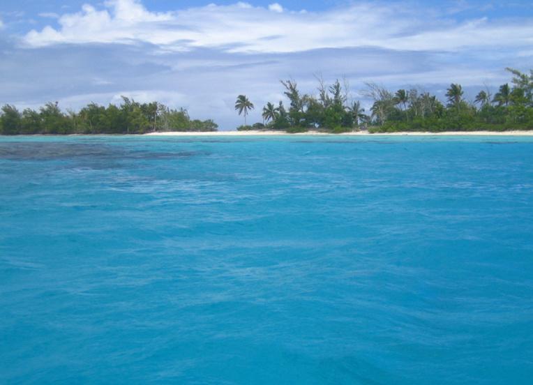 Le motu Tarauru roa, aux Gambier,  où la quinquagénaire disparue a été vue pour la dernière fois dimanche, avant de prendre la mer.