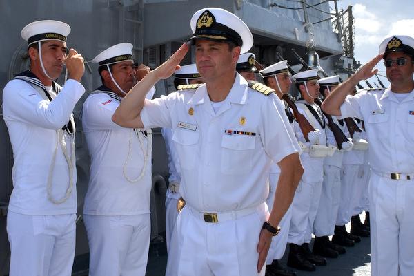 Le Capitaine de vaisseau Daniel Munoz Miranda, Commandant du navire « Almirante Lynch »