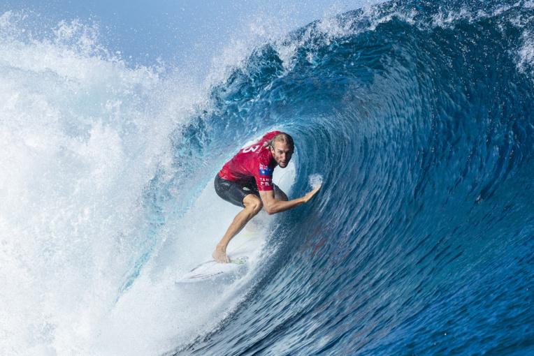 Les belles vagues ont plutôt souri au visiteurs, ici Owen Wright © Kelly Cestari WSL