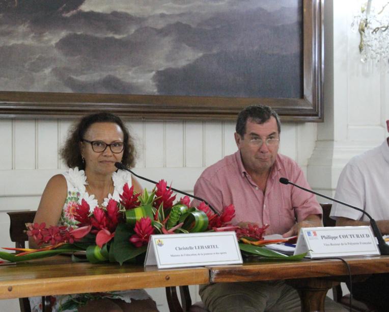 Christelle Lehartel, ministre de l'éducation, de la jeunesse et des sports, aux côtés du vice-recteur Philippe Couturaud.
