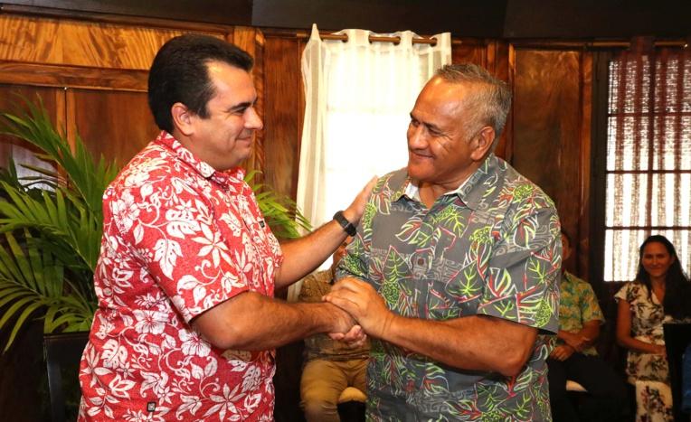 Teva Rohfritsch, vice-président, et le président de Kaitiaki Tagaloa, Tukoroirangi Morgan.