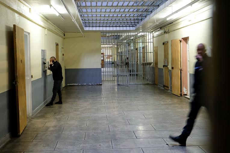 """Face à la """"bataille perdue"""" du portable en prison, l'ambitieux chantier de la chancellerie"""