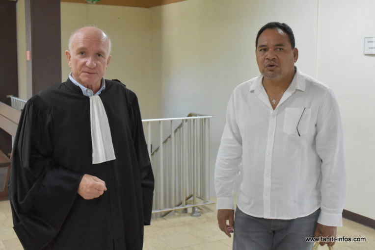 Le maire de Nuku Hiva, mardi au palais de justice, en compagnie de son avocat, Me Benoît Malgras.