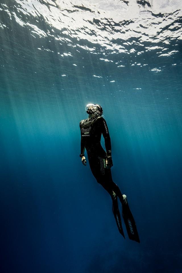 Guillaume Néry est un champion français d'apnée, spécialiste de la plongée en poids constant. Il descend et remonte à la seule force des palmes. Il a battu à quatre reprises le record du monde d'apnée en profondeur et été sacré deux fois champion du monde. Photo : DR