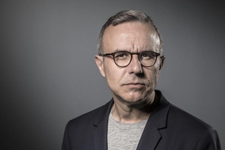 """L'écrivain Besson prochain consul général à Los Angeles, Macron se défend de tout """"copinage"""""""