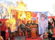 """La Corée """"au bord de la guerre"""", Kim Jong-Il et son fils vont au concert"""