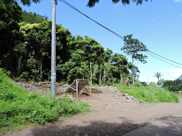 """Te Vai Ara demande que """"la puissance publique prenne en charge le coût des études et des protections"""" pour que les zones passent de rouge à bleu et soient donc de nouveau constructibles."""