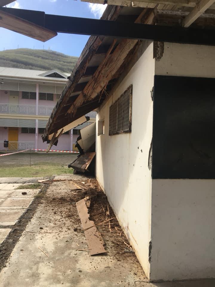 Ua Pou : effondrement du toit du collège