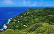 Adamstown, capitale de Pitcairn, vue depuis Gannets Ridge (crédit Tony Probst)