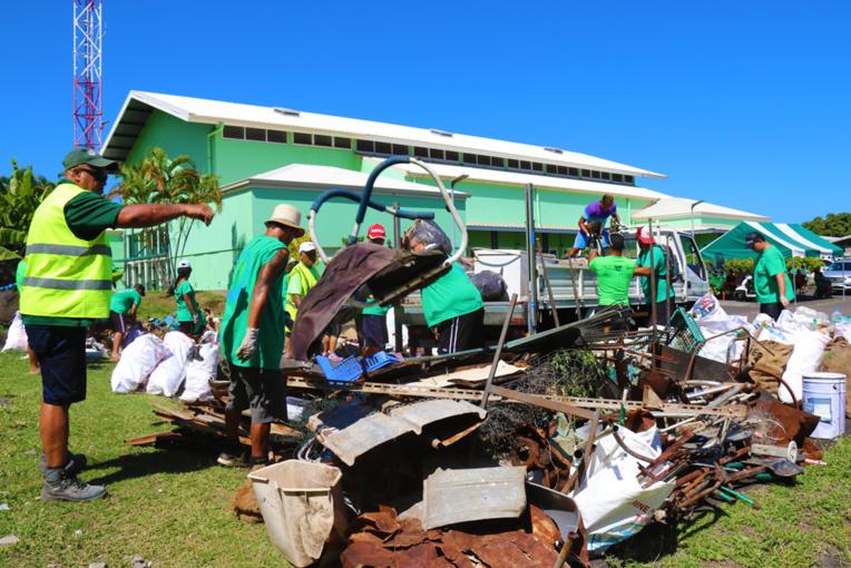 À la fin de l'opération, ce sont plus de 10 mètres cubes qui ont été récoltés (crédit photo : commune de Paea).