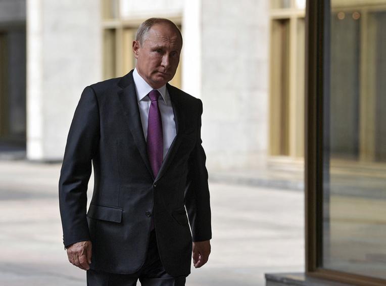 Poutine propose au Japon un traité de paix sans conditions, Tokyo répond froidement