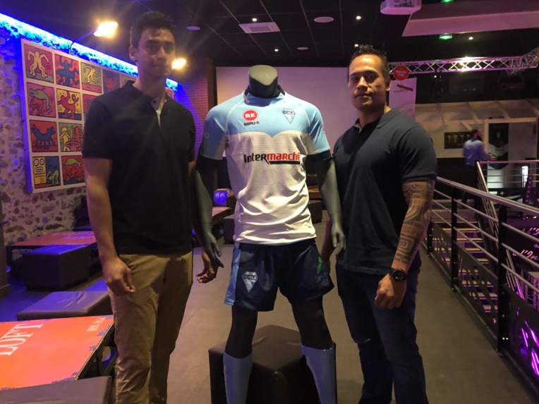 JA Isle rugby - Mickael TALI et Andrew VANAA avec leur nouveau maillot du club islois