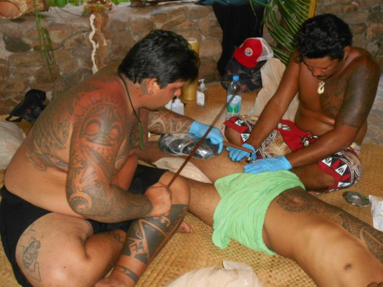 Le tatouage traditionnel sera également au rendez-vous.
