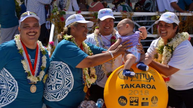 La maire de Takaroa, Teapehu Teahe, et son adjoint Heimanu Purue-Domingo espèrent que l'arrivée du haut-débit donnera de nouvelles opportunités à la jeunesse de l'île
