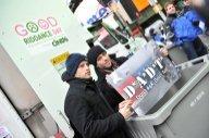 New York: une déchiqueteuse géante pour broyer les mauvais souvenirs de 2010