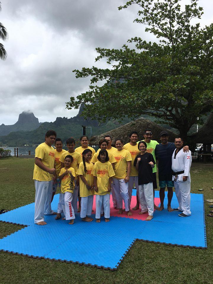 Les entrainements de Eimeo Nui Taekwondo Club se déroulent  chaque lundi, mardi et vendredi soir dans le préau de l'école primaire de Paopao