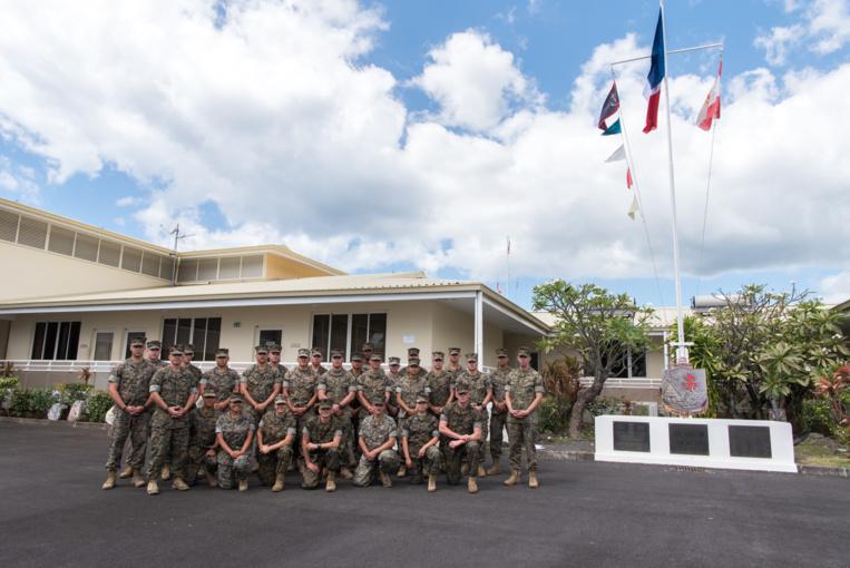une partie du détachement a assisté à la cérémonie de levée des couleurs.