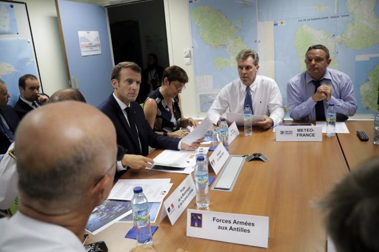 Après le chlordécone en Martinique, Macron attendu sur les sargasses en Guadeloupe