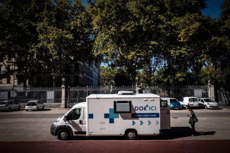 Contre les déserts médicaux, des tournées de médecins en camionnettes