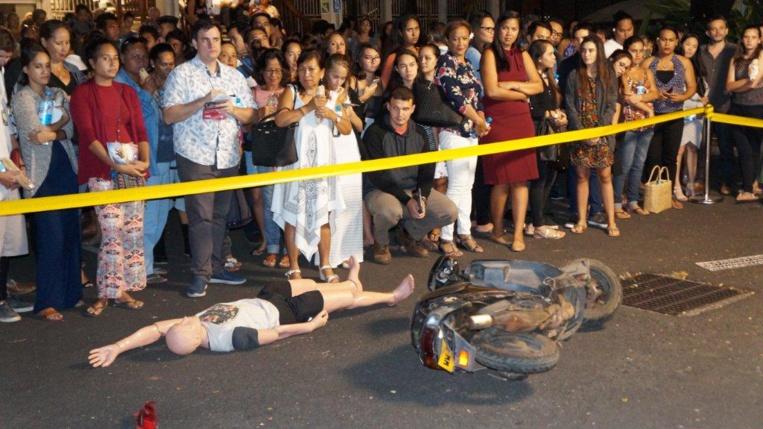 Reconstitution d'un homicide involontaire : le prévenu a fauché un piéton avant de prendre la fuite. La victime est décédée.