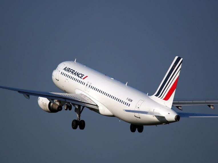 Air France: la direction propose une hausse des salaires de 4% sur 2018-2019