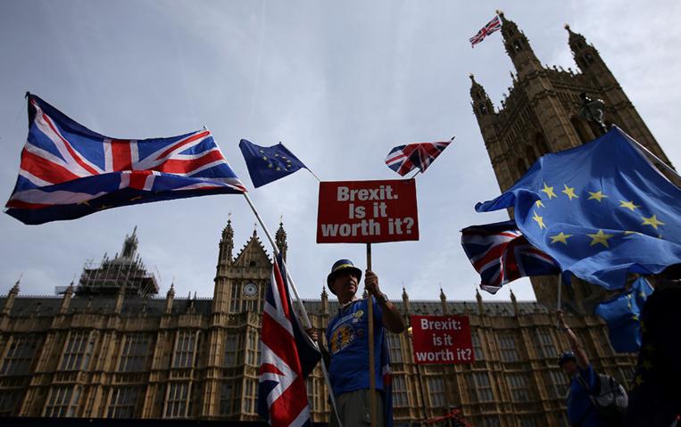 """Brexit: l'UE croit un accord encore possible mais se prépare pour un """"no deal"""""""