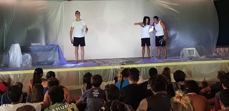 """Cinquante élèves du lycée agricole de Opunohu ont découvert la pièce de théâtre """"les champignons de Paris"""", jeudi dernier."""