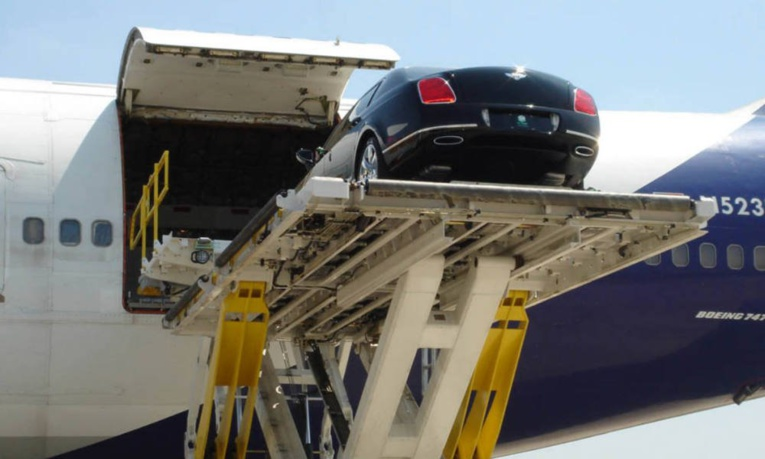 Après les Maserati, la Papouasie s'offre des Bentley pour le sommet de l'Apec