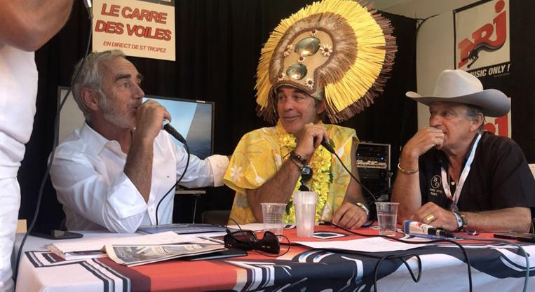 Loïck PEYRON, parrain de la Tahiti Pearl Regatta et l'acteur navigateur Pierre Cosso, interviewés sur NRJ lors de l'émission du Carré des Voiles.