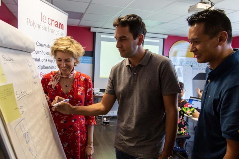 Cécile de Dejoux a commencé ses formations au sein d'EDT. Elle donne à ces managers les clés qui leur permettent de comprendre l'évolution globale de leur métier avec l'arrivée de l'intelligence artificielle.