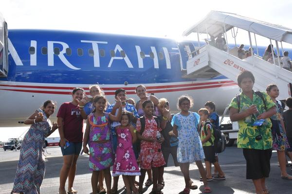 Ces enfants ont ainsi profité d'un vol d'une heure entre Tahiti et Bora Bora.