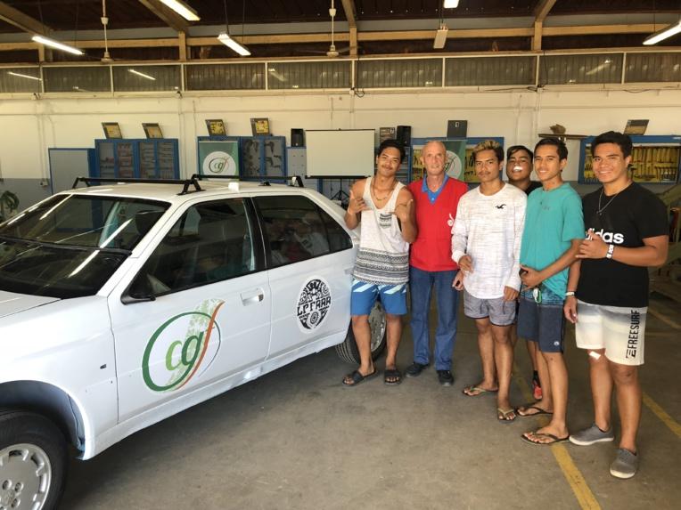 """Ce véhicule démontable a été entièrement réalisé par des élèves du LP de Faa'a inscrits, en CAP Réparation des carrosseries. """" Ça m'a en tout cas apporté beaucoup d'expériences, et je suis fière du travail que j'ai réalisé avec mes camarades"""", a indiqué Tinitua, 17 ans."""