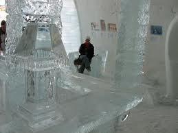 Nuit de noces ou de frisson, l'hôtel de glace de Québec ne désemplit pas