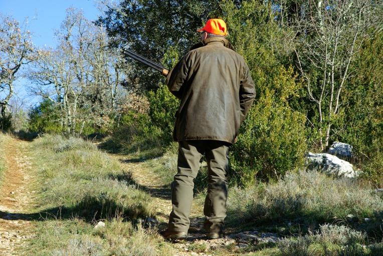 Vététiste tué par un chasseur: la chasse interdite dans la zone du drame