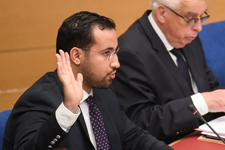 """Benalla a raconté aux juges la """"disparition"""" de SMS de son téléphone"""