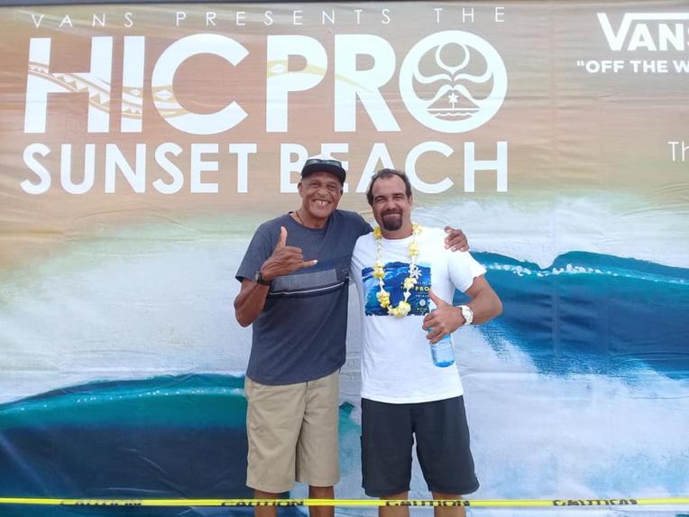 Yann Duhaze, à droite, est à Hawai'i actuellement