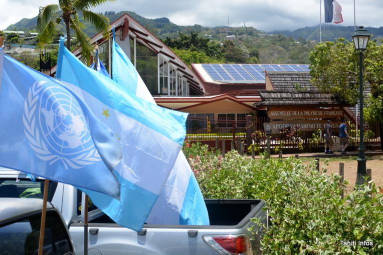 Au moins 130 voitures dans le cortège, entre 300 et 400 personnes à Tarahoi: il y a eu du monde pour répondre à l'appel du Tavini et rendre hommage à Pouvana'a a Oopa.