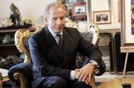 Le nouveau président kosovar distribue son salaire à des familles indigentes