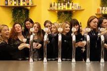 TENDANCE - Les femmes en talons aiguilles aussi aiment la bière
