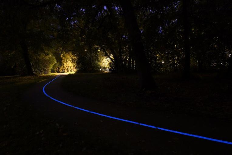Gironde: une piste cyclable photoluminescente inaugurée à Pessac