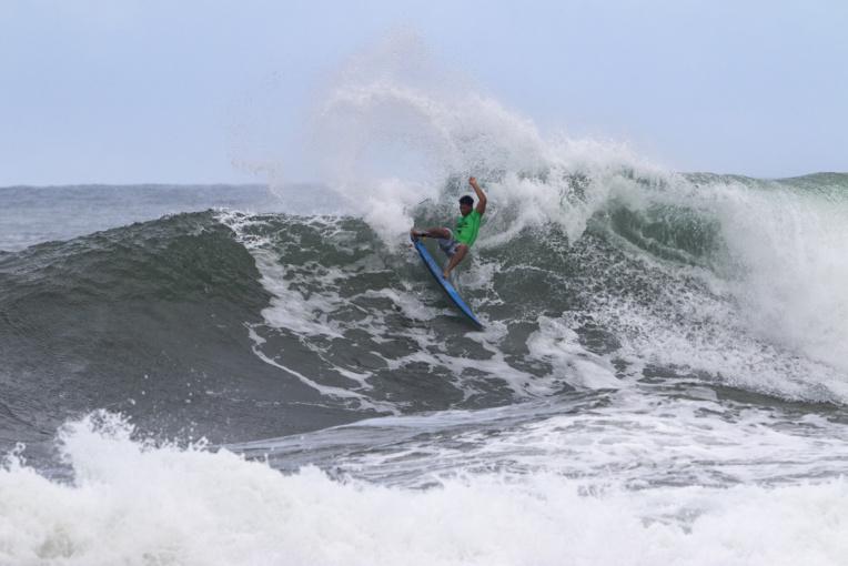 O'Neil Massin, un surfeur très puissant