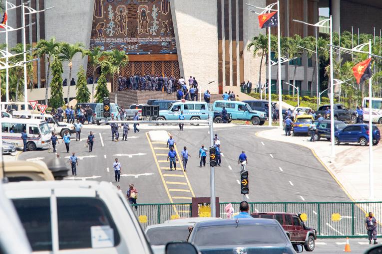 Papouasie: la police au Parlement pour réclamer des primes Apec impayées
