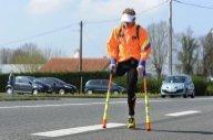 Sur une jambe et à béquilles, la course folle d'un Béarnais contre le cancer