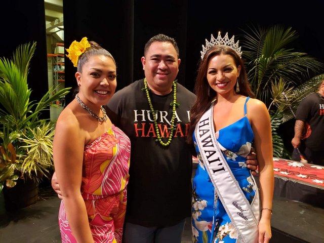 Miss Hawaii, Chelsea Clement marraine de l'événement aux côtés de Terema Toere et de la Miss Aloha Hula.