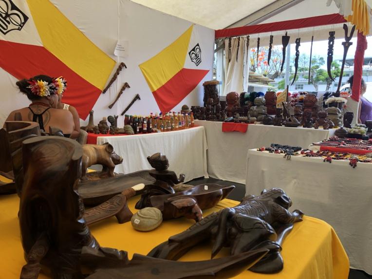 Si l'art marquisien semble beaucoup intéressé les étrangers de la Terre des hommes, il peine à séduire les jeunes générations de l'archipel.
