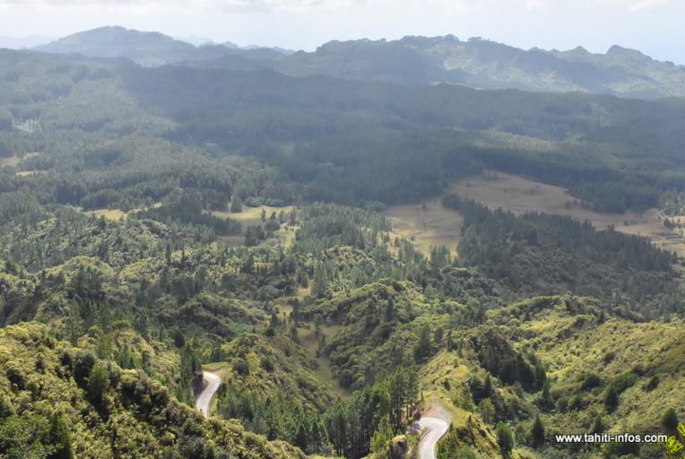 """Nuku Hiva : l'État au secours du réseau d'eau à """"Terre déserte"""""""