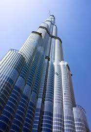 Avec ses 828 mètres, la  Burj Khalifa à Dubaï est la plus grande tour du monde