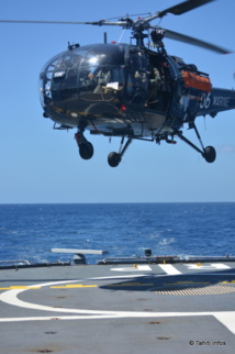 Cet hélicoptère Alouette III part en reconnaissance jusqu'à 40 miles nautique du Prairial, étendant considérablement la zone surveillée.