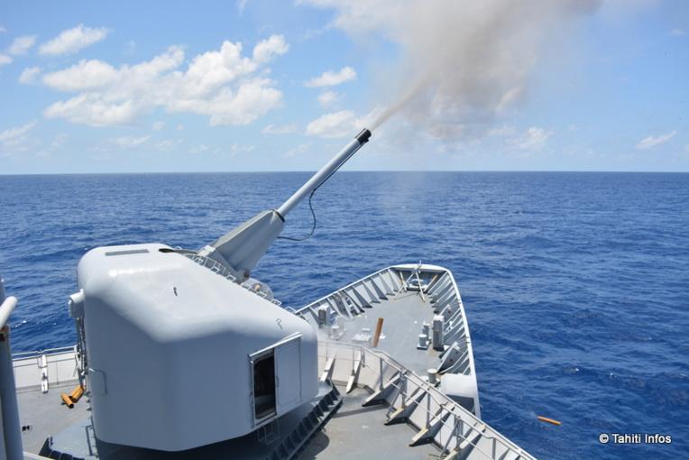 Le canon de 100 millimètres du Prairial est le plus gros modèle de canon de la marine. Il a une portée de 17 kilomètres sur une cible flottante, 6 à 8 kilomètres sur une cible aérienne.