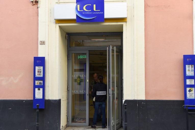 Alès: une femme se rend après s'être retranchée dans une banque
